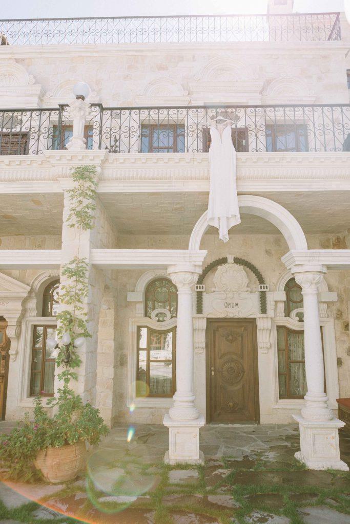 sinem ozgur weddind day kapadokya1 683x1024 - Sinem & Ozgur // Dugun Gunu - Sacred House, Kapadokya
